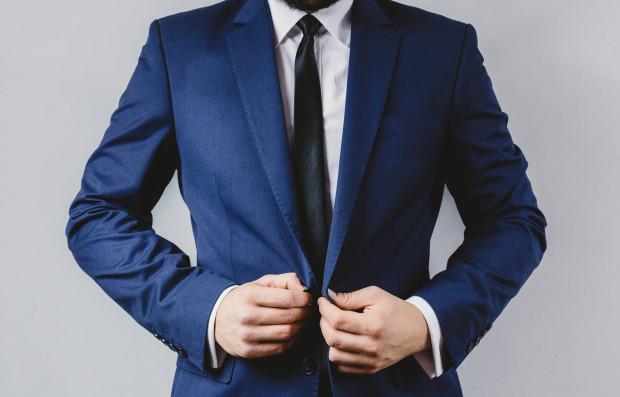 suit-portrait-preparation-wedding